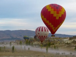 hot-air-balloon-64519_640