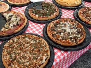 pizzas-99663_640