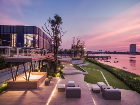 The Politan Aqua by Everland • Architects » Palmer & Turner Thailand • Landscape Architects » XsiteDesignStudio • Interior Architects » Collab+T Design