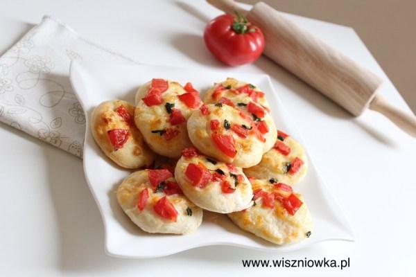 Mini pizze - pomysł na piknik lub drugie śniadanie.