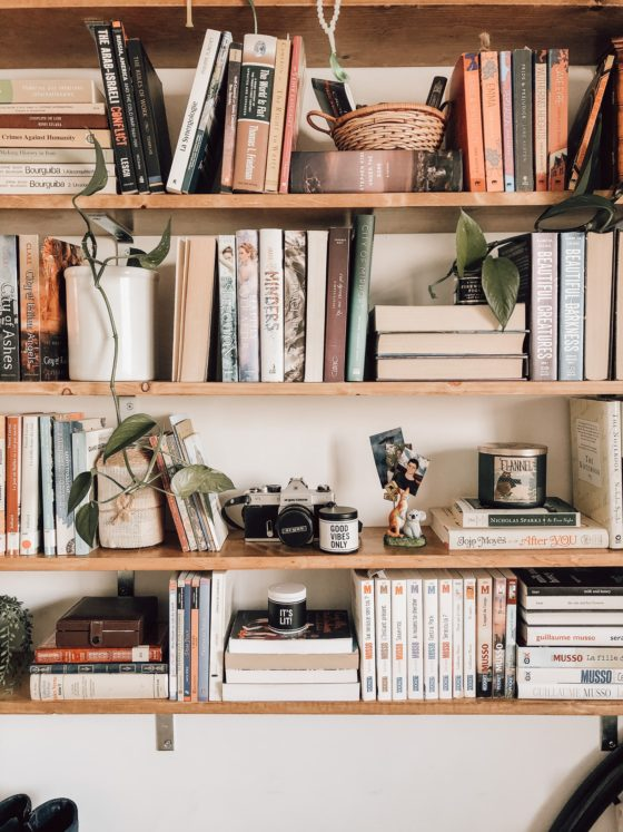4 Foolproof Tips for Styling a Bookshelf That's Anything but Bland
