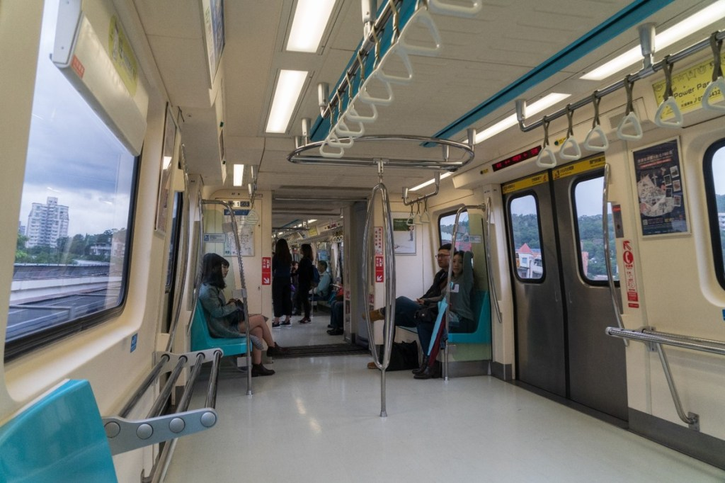 Inside Taipei MRT - witandfolly.co
