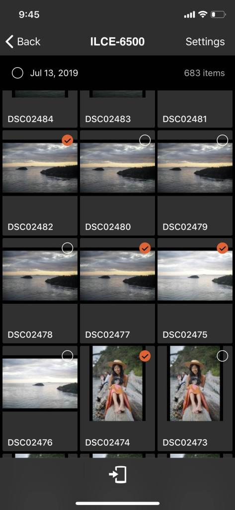 selection screen for photos to transfer on imaging edge mobile app