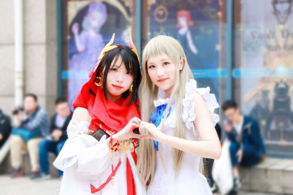picture of two girls in cosplay