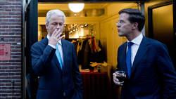 Rutte looking at Wilders smoking