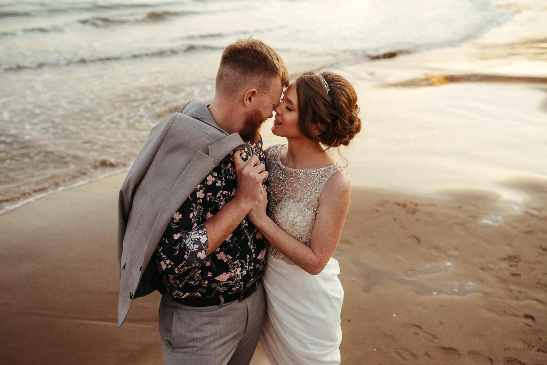 Polski fotograf sesja narzeczeńska na plaży w Barcelonie