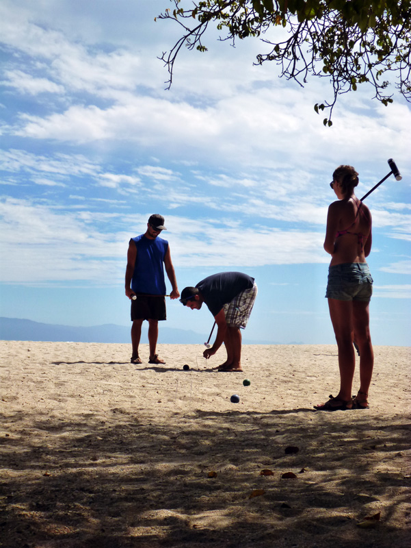 Croquet on the beach - Punta de Mita - Careful playing