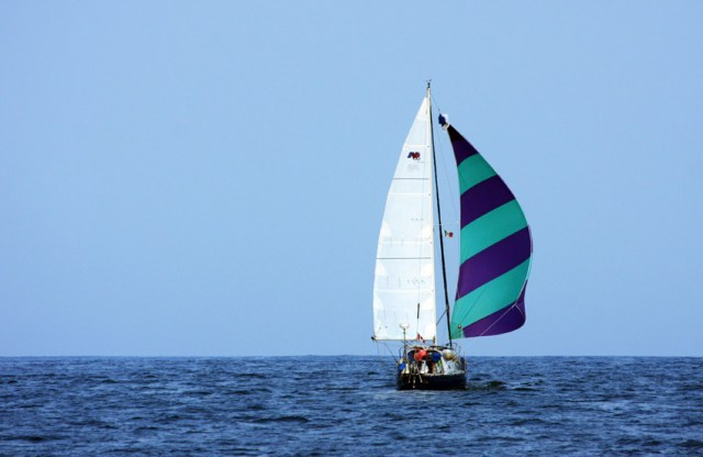 Wing on wing spinnake with a full main sail