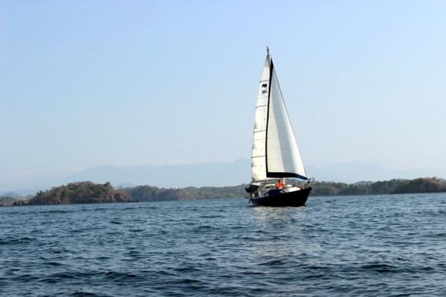 Sailboat Brio underway in Panama
