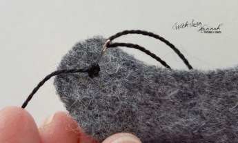 Wool Felt Hen Needle Book Pattern & Tutorial - embroider the eyet eye