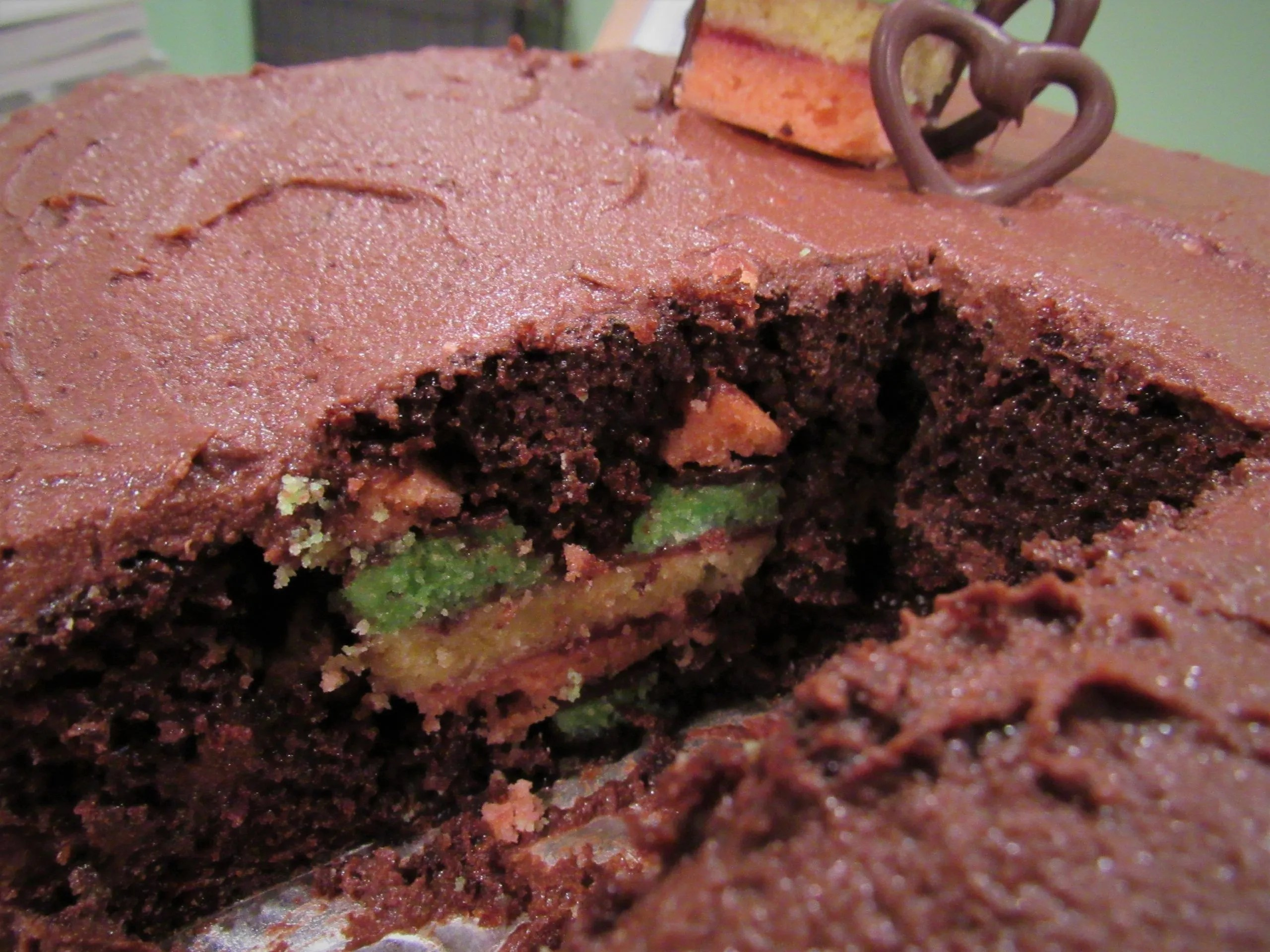 You are currently viewing Hidden Design Cake: Chocolate Rainbow Cookie Heart