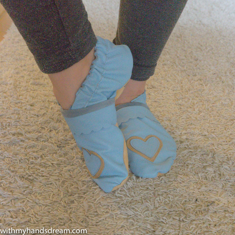 Image: leather slippers