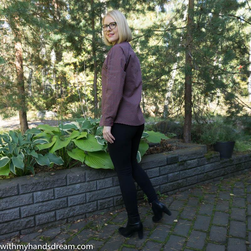 Image: Named clothing Stella raglan shirt, side back.