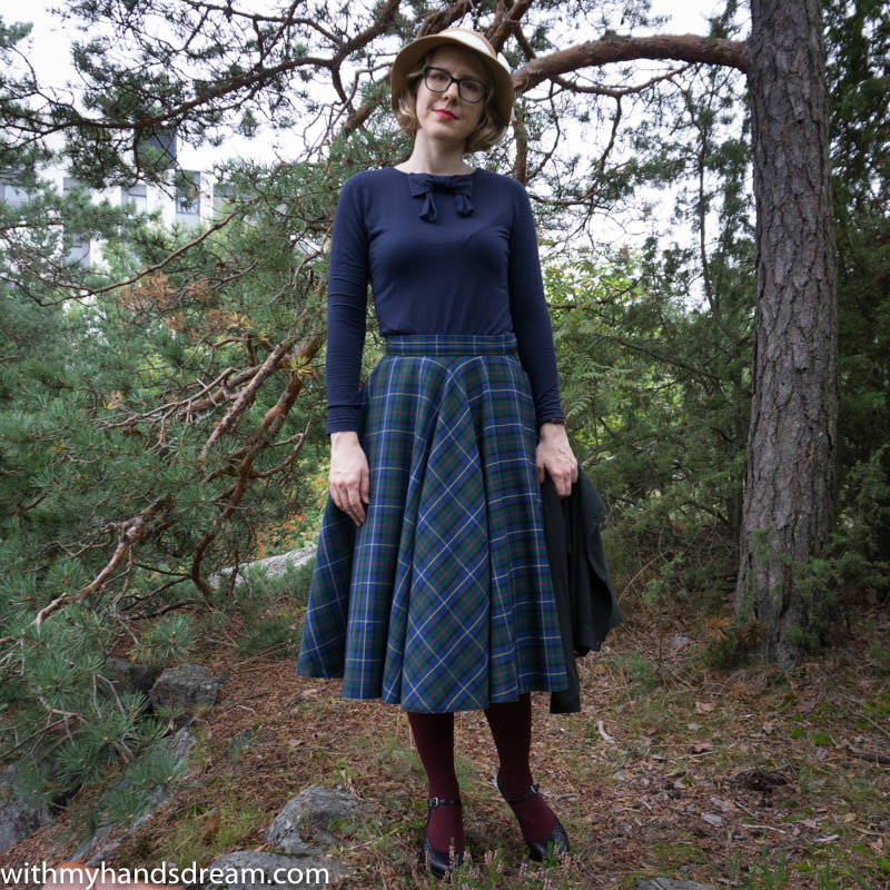 tartan_c_skirt_bow_top-5