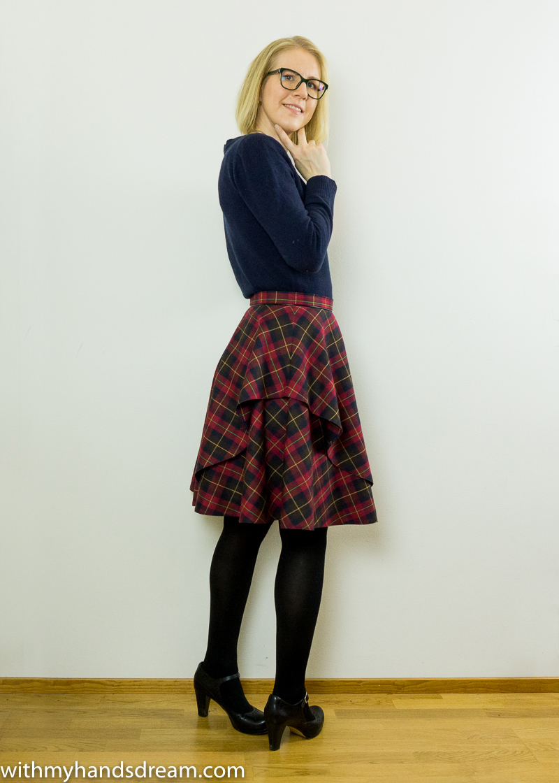 Sandra skirt sewing tutorial. Skirt side view.