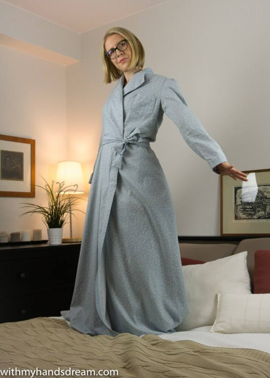 Vintage 1940s Advance 953 dressing gown.
