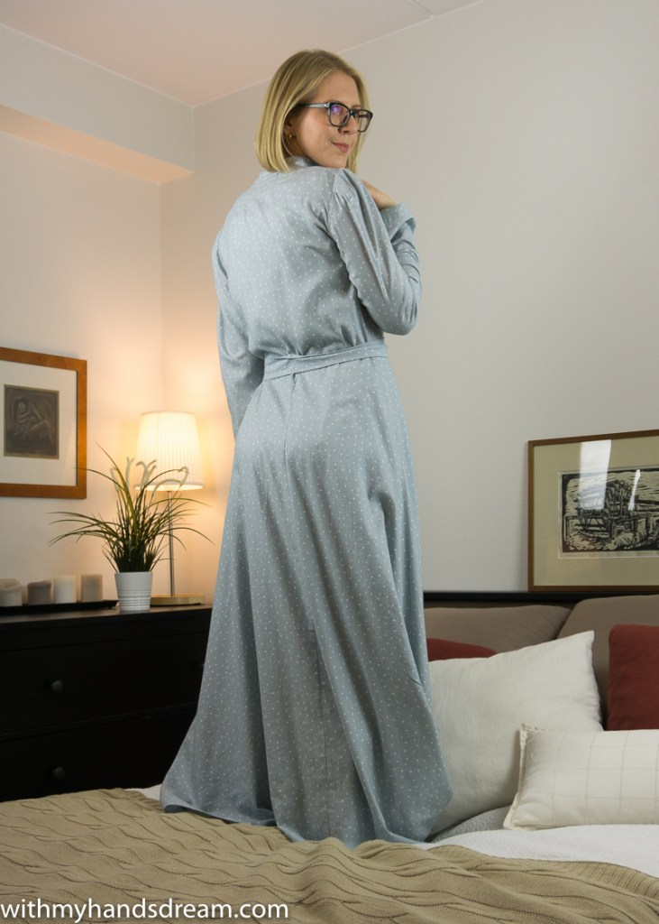 Vintage 1940s Advance 953 dressing gown from the back.