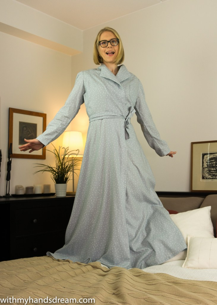 Vintage 1940s Advance 953 dressing gown, front view.