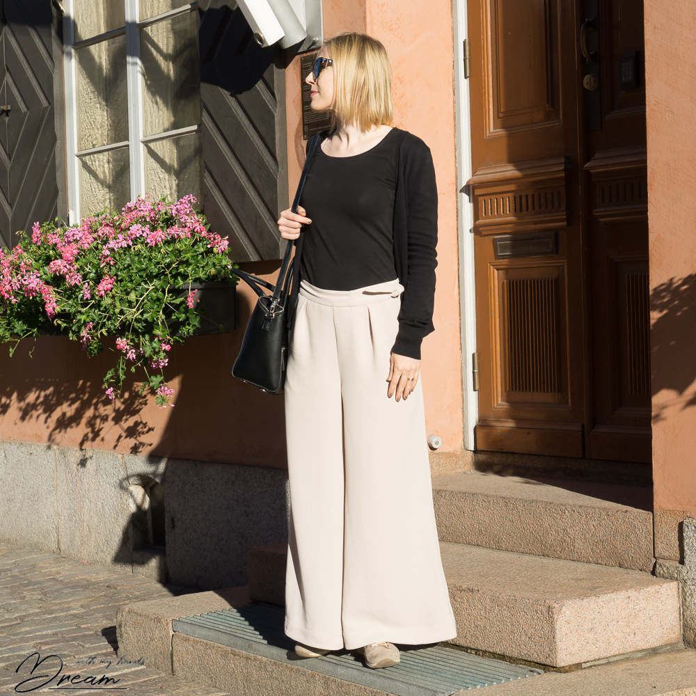 Megan Nielsen Flint trousers.