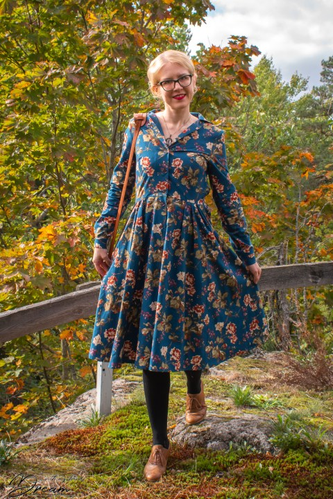 Gertie's shirtwaist dress from the front with my sleeve-hack.