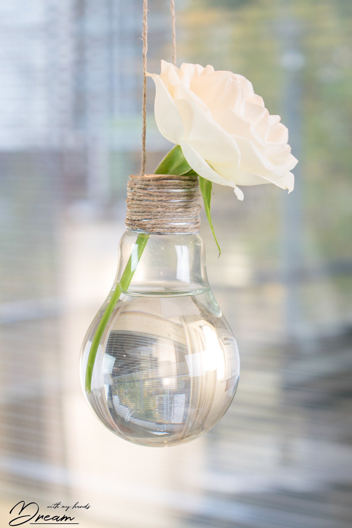 diy-flower-vase-from-an-upcycled-light-bulb-kukkamaljakko-hehkulampusta