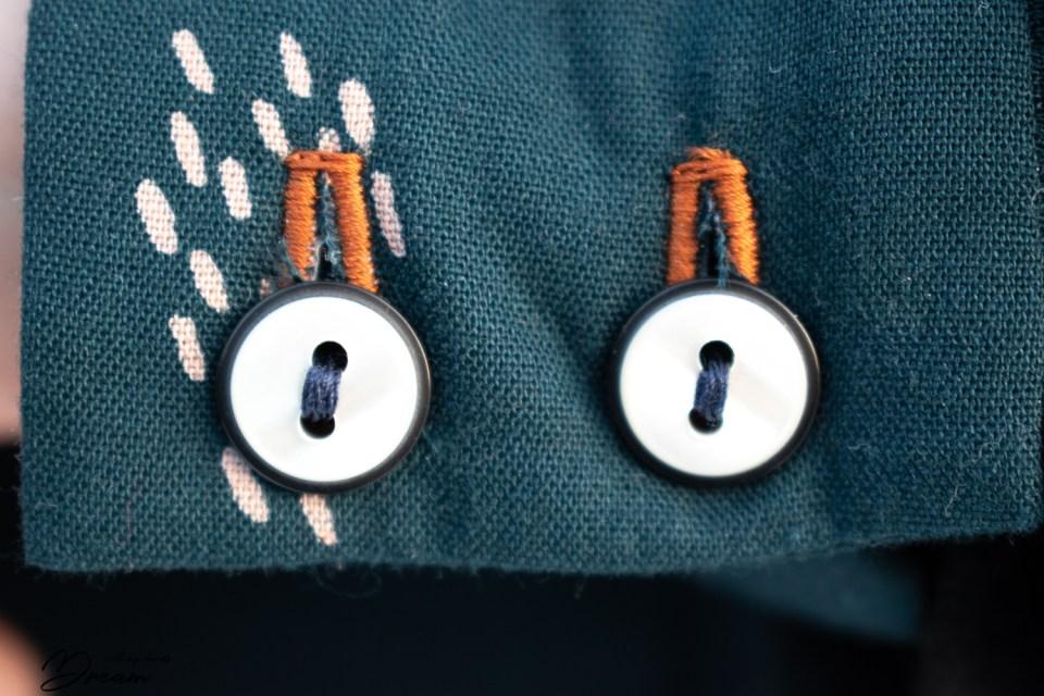 Saraste dress cuff detail.