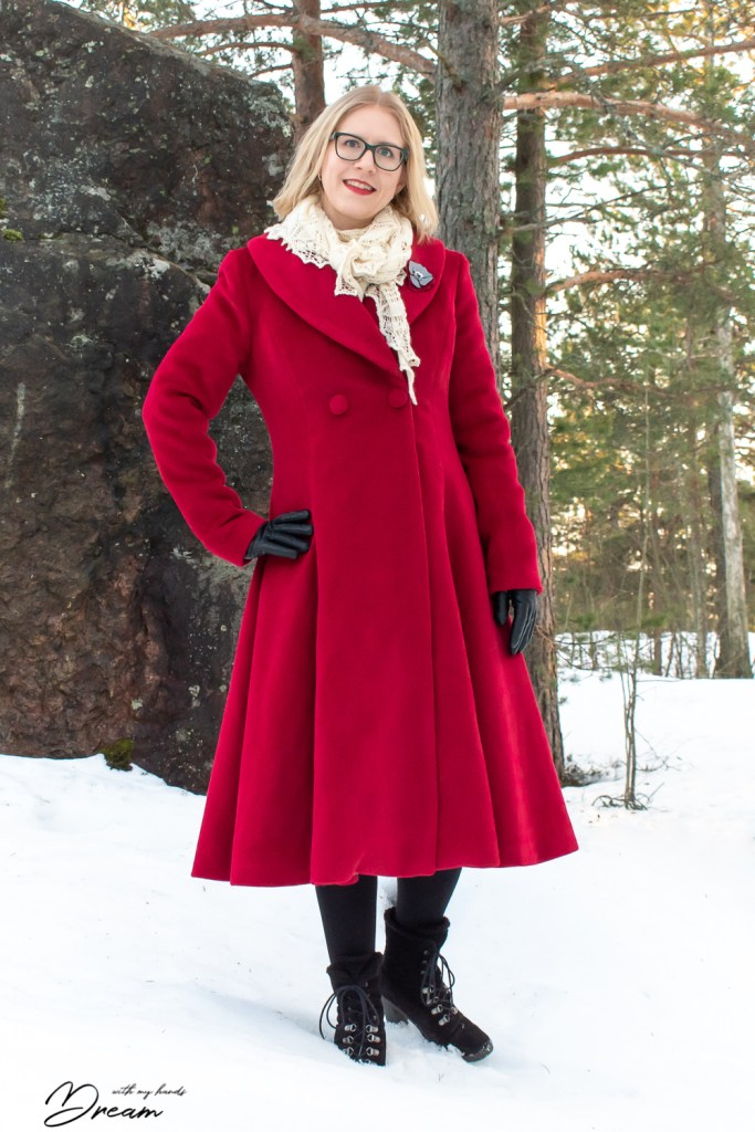 The V8346 coat from the front.