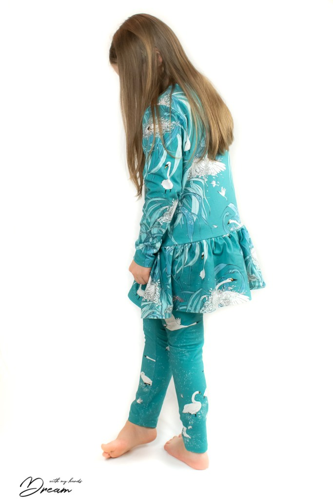 The Paradise outfit from the back. The fabrics are Nuppu print company Ensilumi (First Snow) and Paratiisin Aamu (Morning in Paradise).