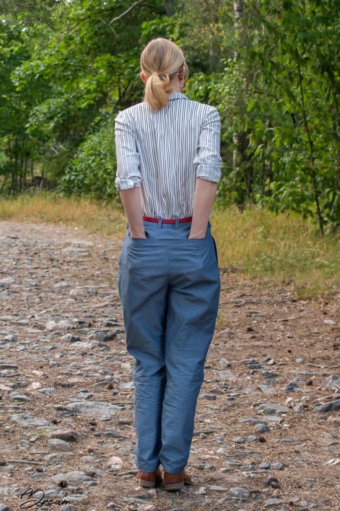 Just look at these back pockets at Sara trousers!