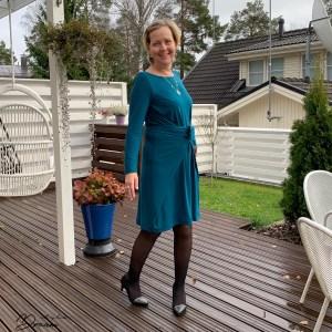 Kielo dress with long sleeves.