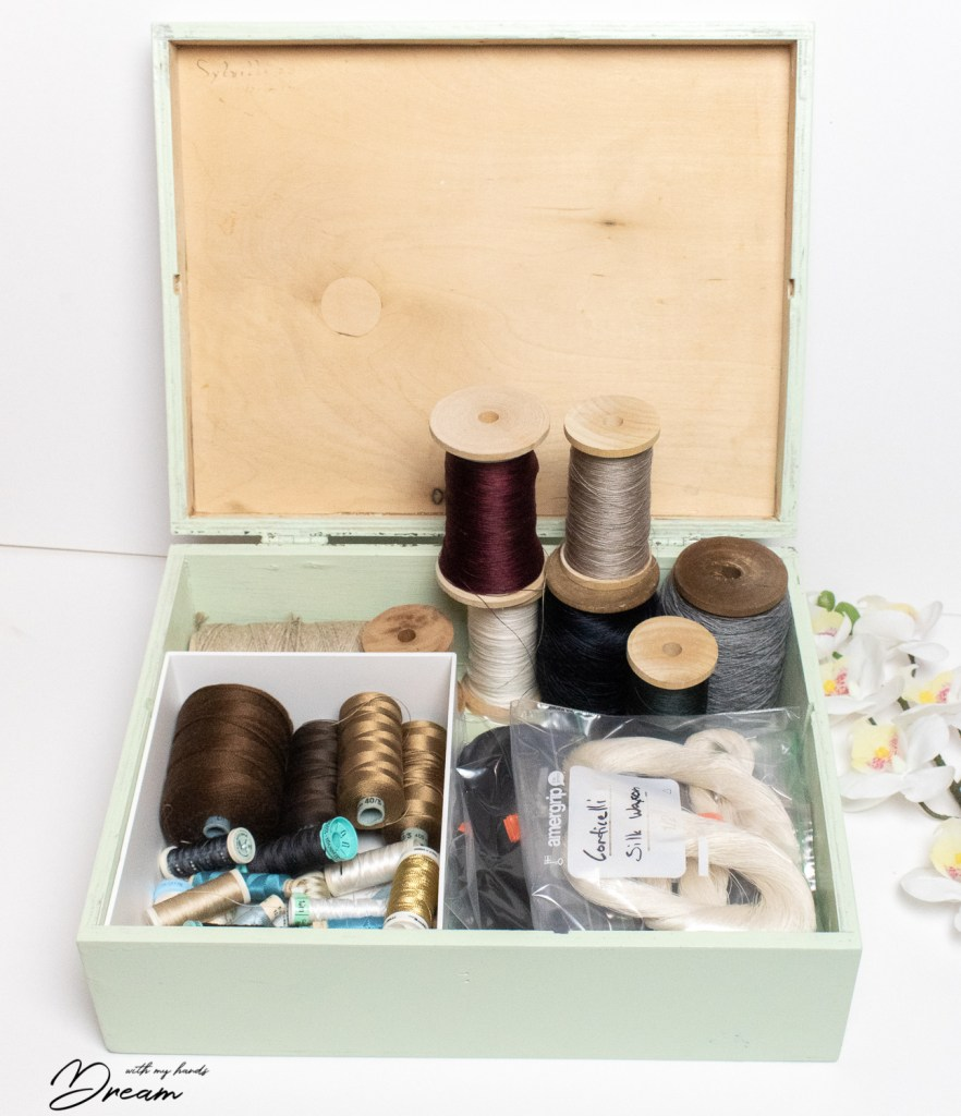 Silk thread organization.