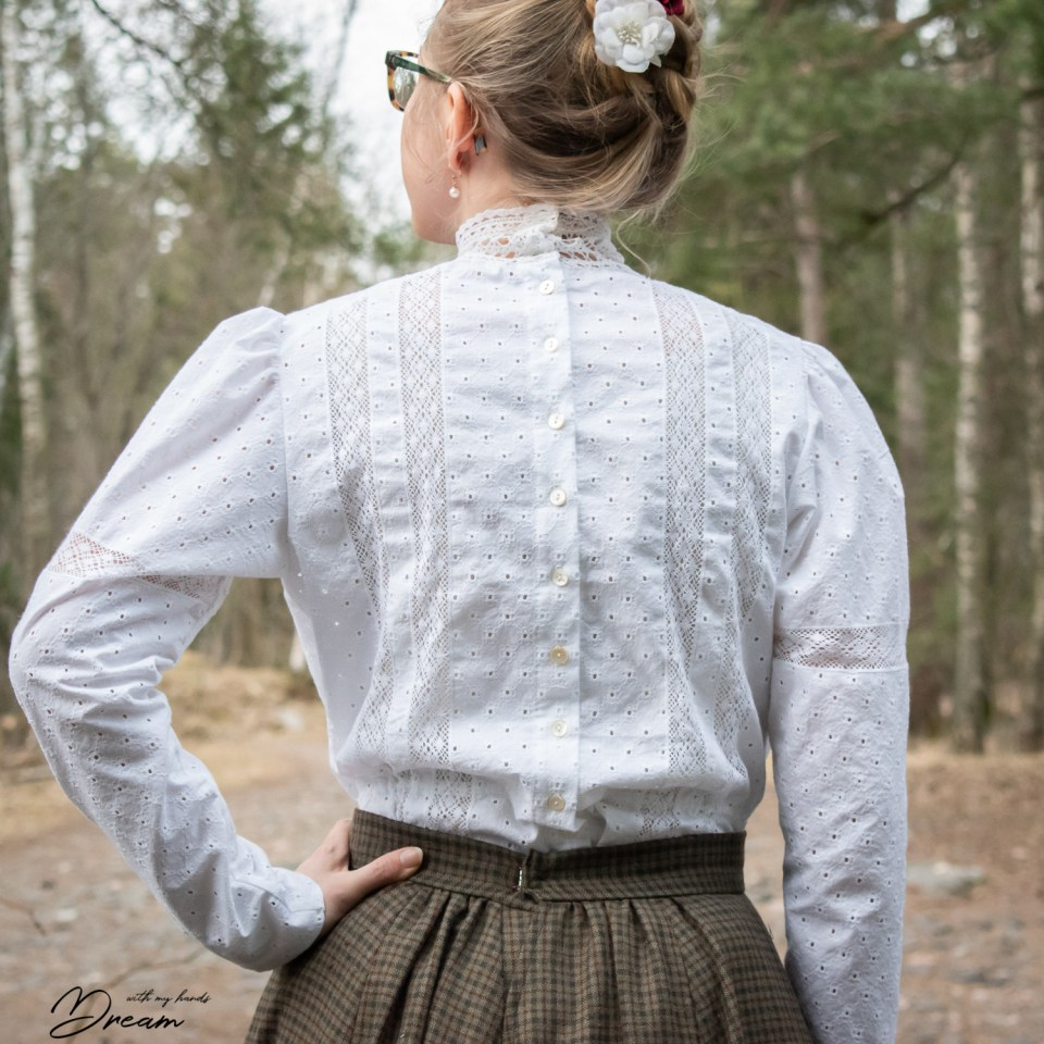 Wearing History, 1900-1910s blouse, back view.