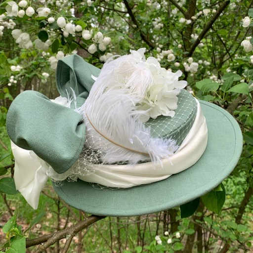 My finished 1890s hat.
