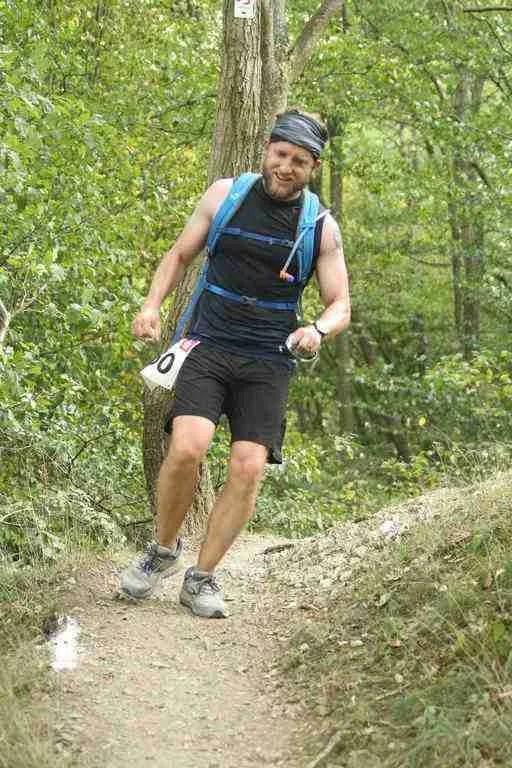 Hiking downhill Rund um die Burg Are