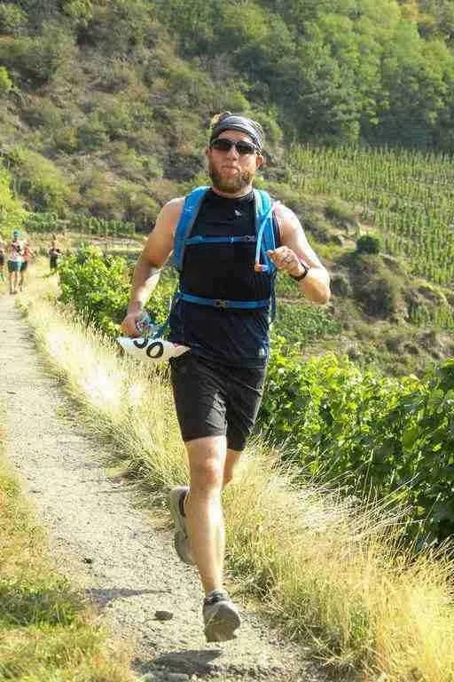 Running downhill Rund um die Burg Are