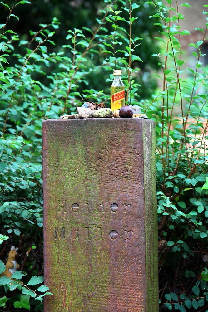 Heiner Mueller Grave Berlin 3 2013 am-grab-von-heiner-mueller-a313f54e-7c62-4d32-beb5-b15dd0557757