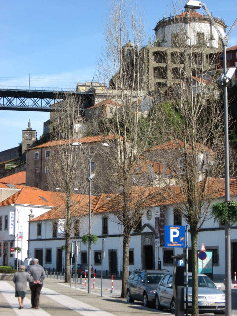 A Wednesday Wander: Love Advice from Porto