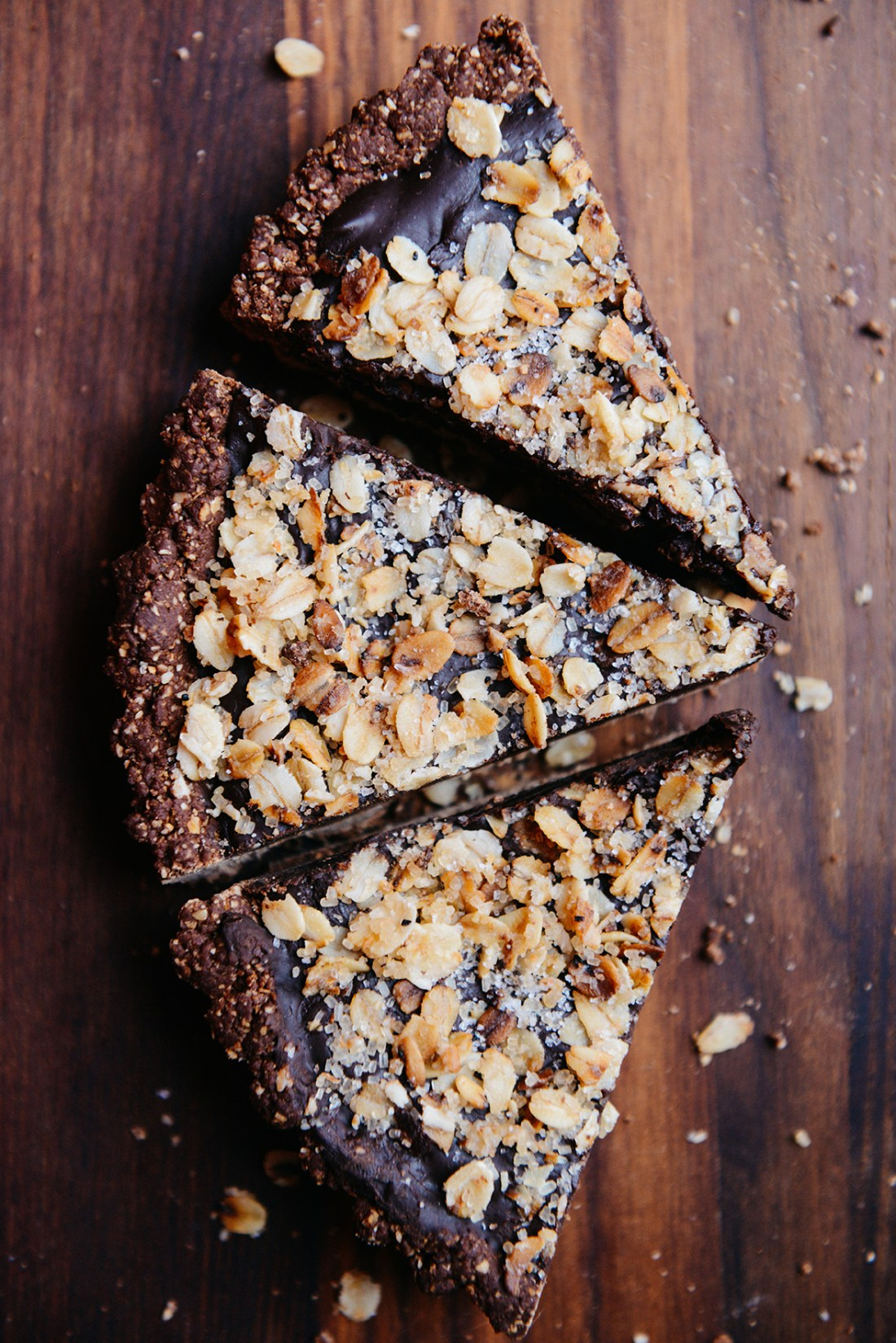 Vegan Chocolate Tart // www.WithTheGrains.com