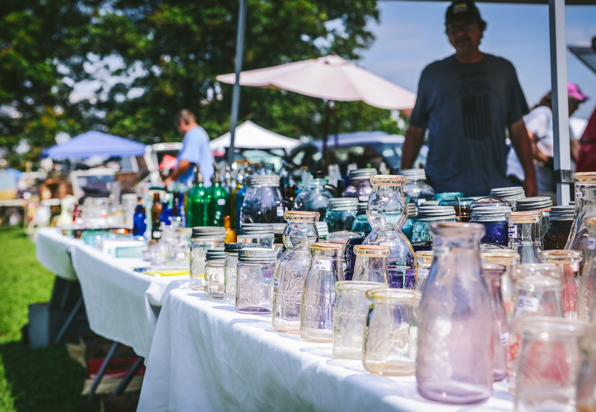 Summer Bucket List: A Flea Market Picnic  // www.WithTheGrains.com