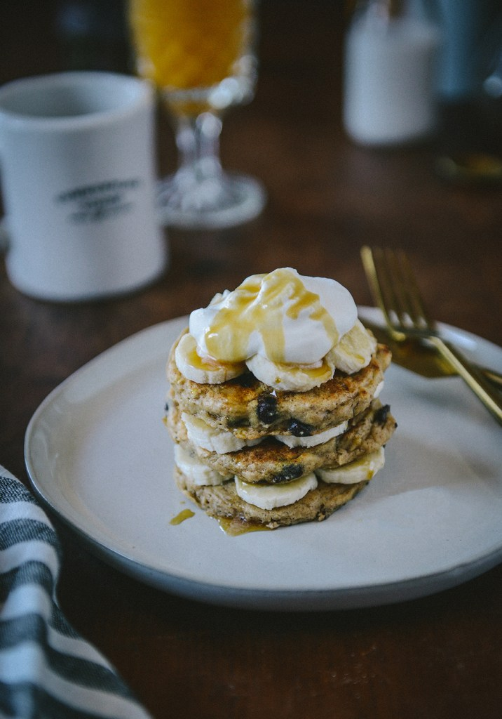 Gluten-Free Oat Pancakes with Chocolate Chips // www.WithTheGrains.com