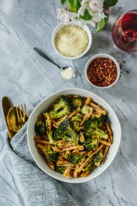 Garlic Butter Pasta with Roasted Broccoli & Brussels Sprouts // www.WithTheGrains.com