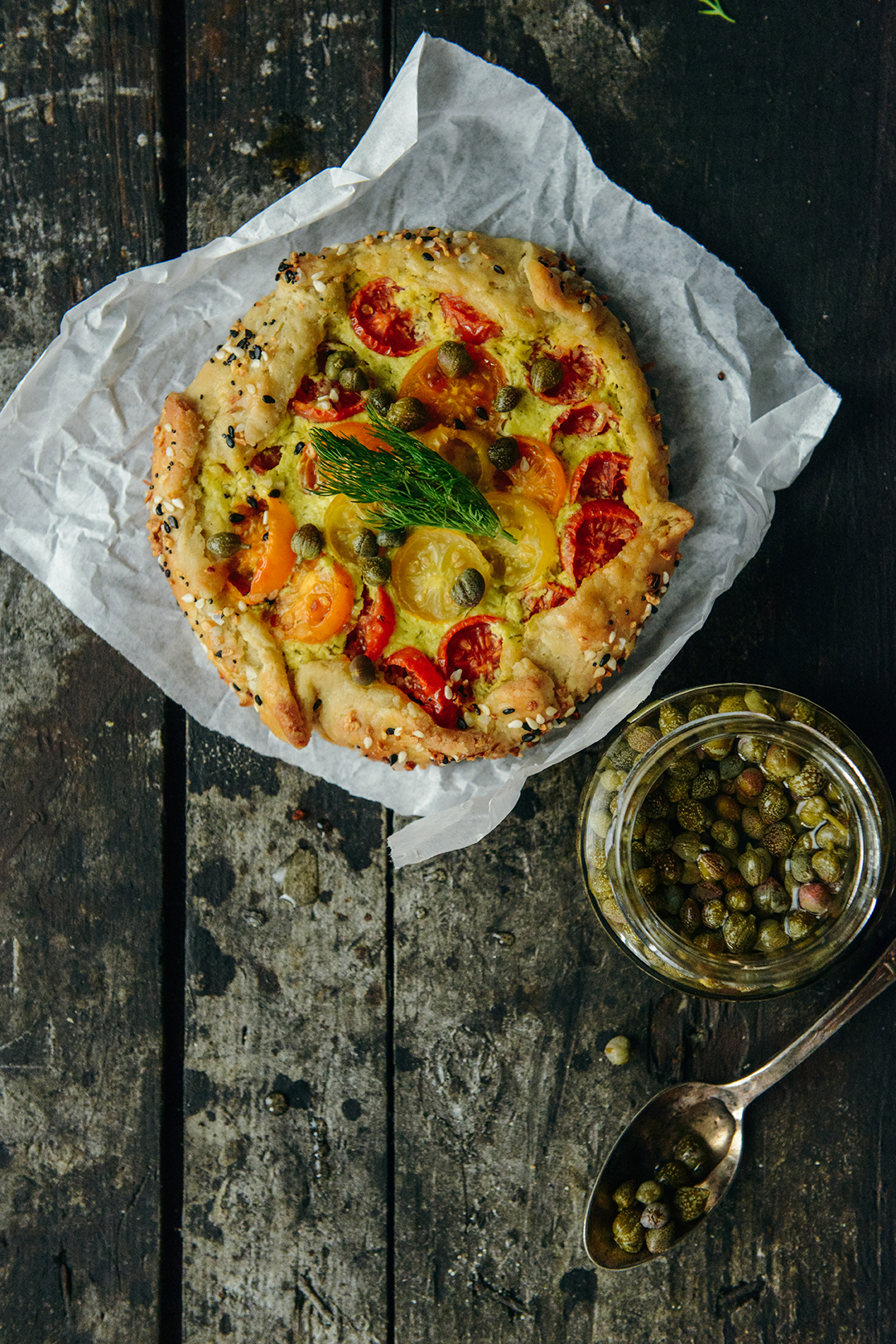 Everything Bagel Tomato Tarts // www.WithTheGrains.com