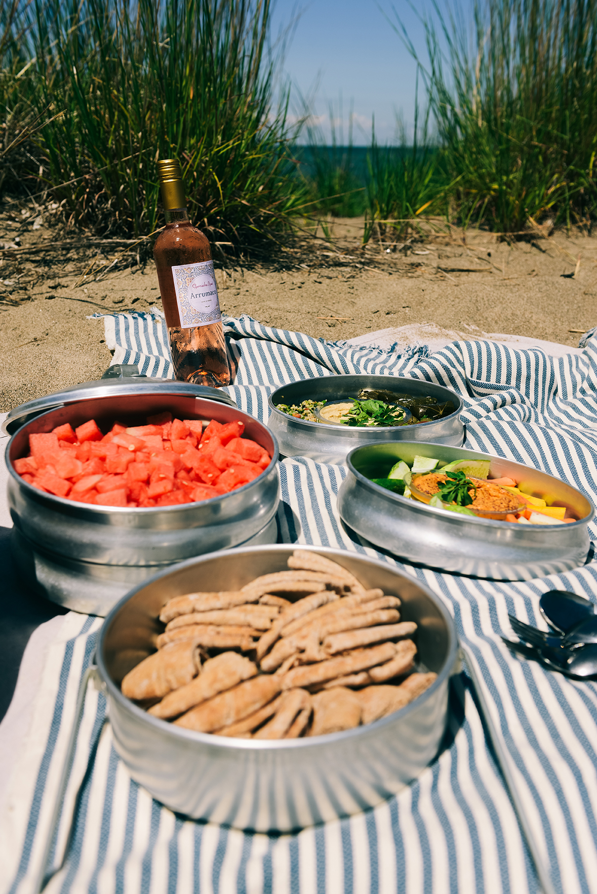 An Easy Mediterranean Picnic for a Beach Trip // www.WithTheGrains.com