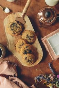 Gluten-Free Peanut Butter Chunk Cookies // www.WithTheGrains.com