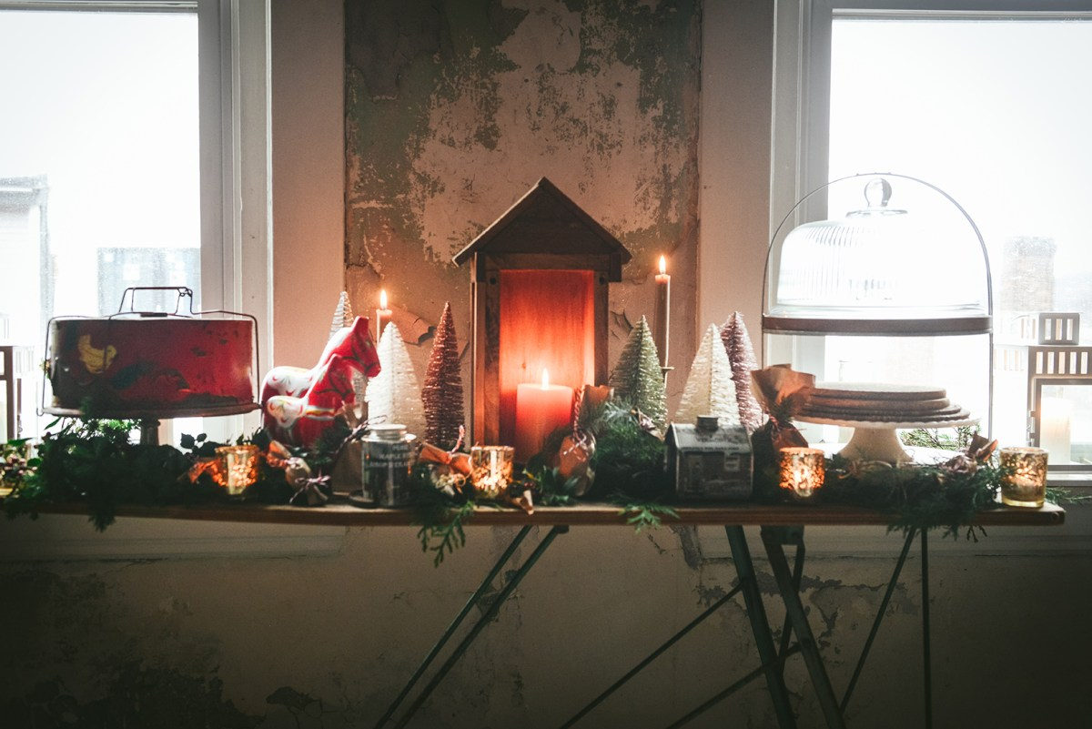My Festive Dining Room // www.WithTheGrains.com