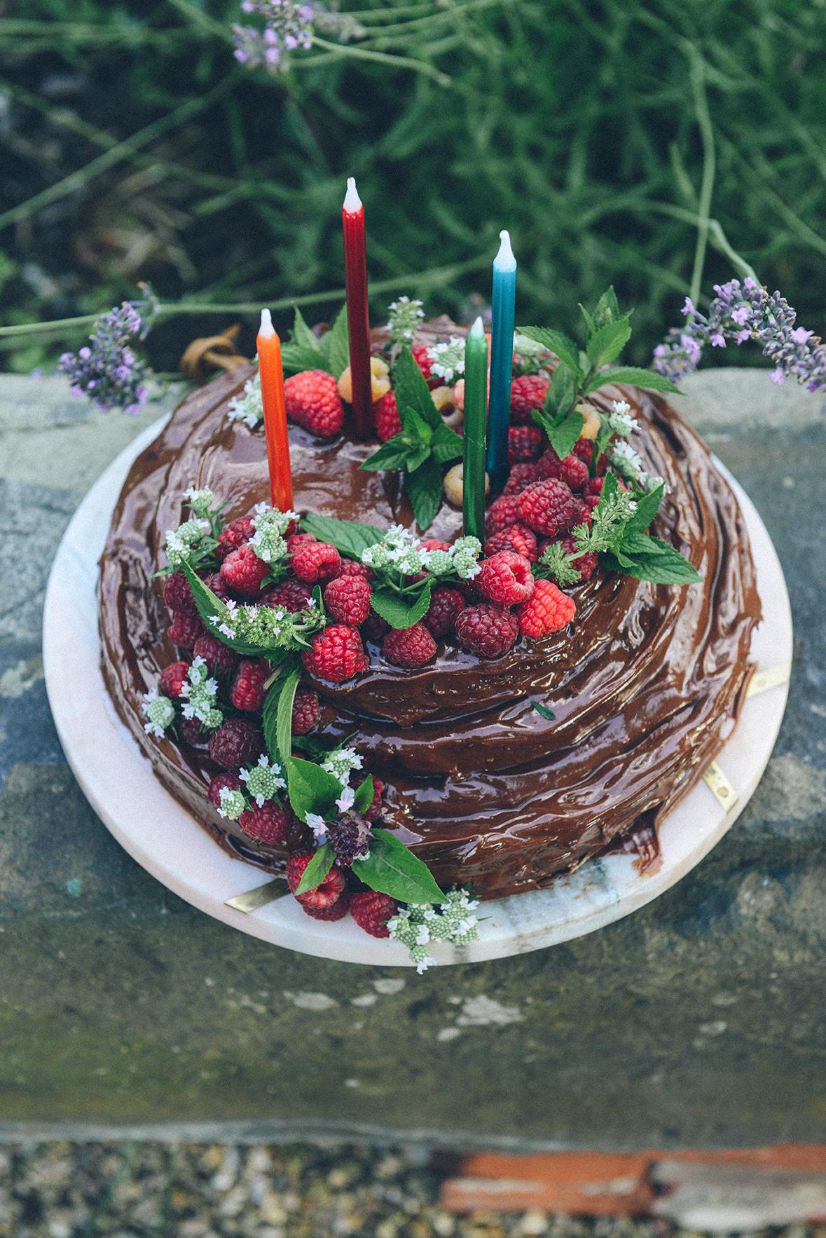 Gluten-Free Chocolate Hazelnut Cake w/ Chocolate Hazelnut Frosting // www.WithTheGrains.com