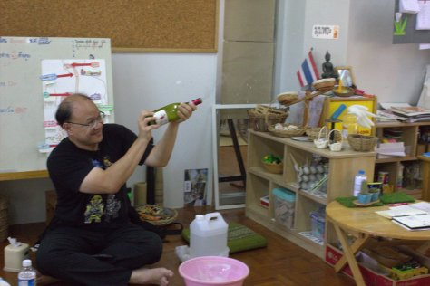 จรวดจากเบคกิ้งโซดาผสมน้ำส้มสายชูครับ
