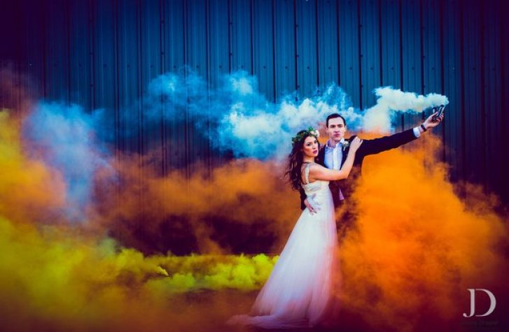 smoke bombs couple