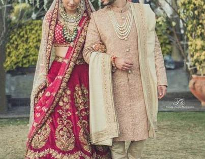 Deep Fuschia pink and gold Lehenga with embroidery detailing and a gold net dupatta | Image source : Tuhina Chopra photo works | Curated by Witty Vows