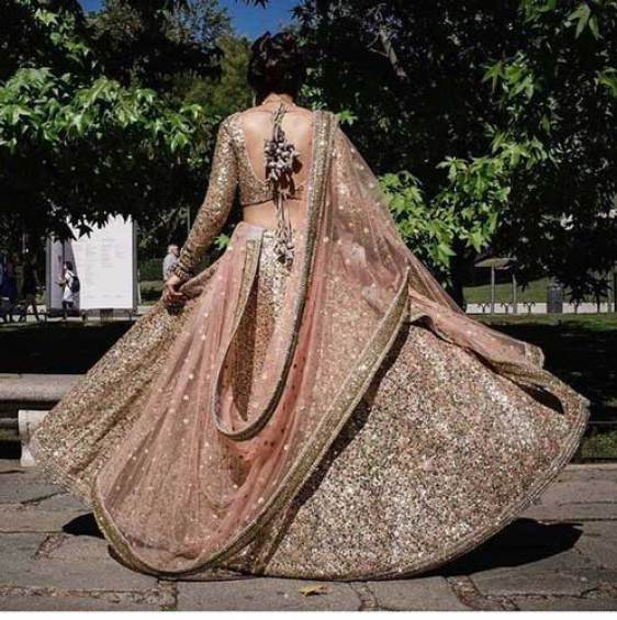 Day wedding lehenga styles | Gold shimmer lehengha with a blush dupatta | Sabhyasachi | Curated by Witty Vows